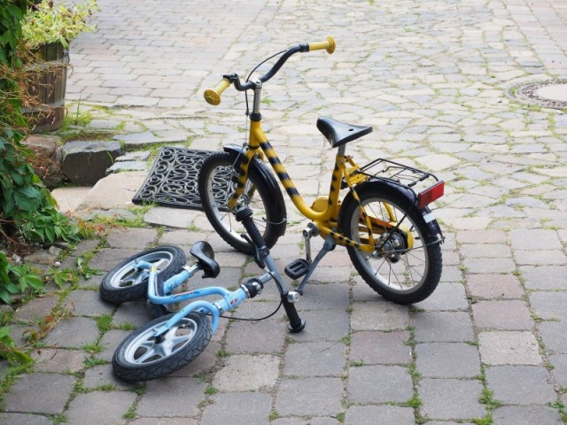 Find nemt cykler og løbevogne til dit barn