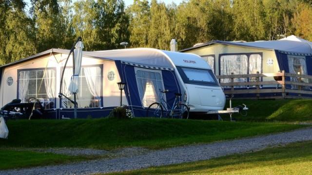 Campingborde fra kendte producenter - find dem online